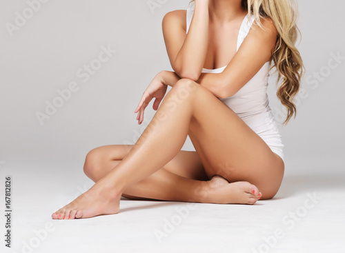 Fotografia Fit and sporty girl in white underwear