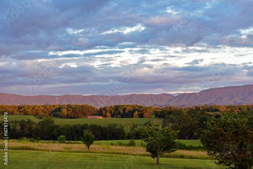 Spoed Foto op Canvas Blauwe hemel Majestic Mountain