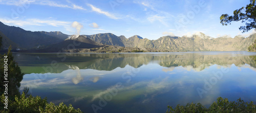 Foto op Plexiglas Indonesië Panorama of Segara Anak on Mount Rinjani crater lake