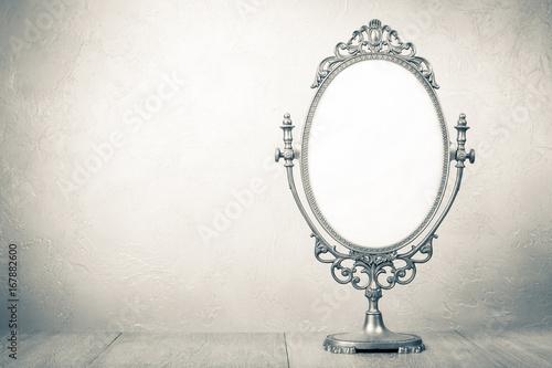 Photo Retro old desk mirror frame. Vintage style sepia photo