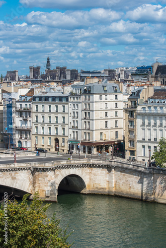 Papiers peints Paris Paris, view of ile Saint-Louis, panorama of the roofs