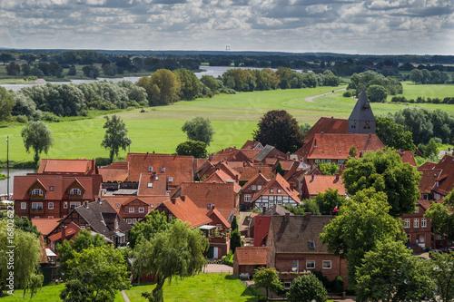 Altstadt von Hitzacker an der Elbe im Sommer