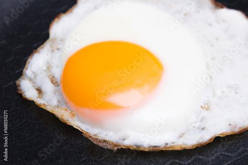 Deurstickers Gebakken Eieren Fried egg on pan
