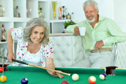 Canvas Print Senior couple playing billiard