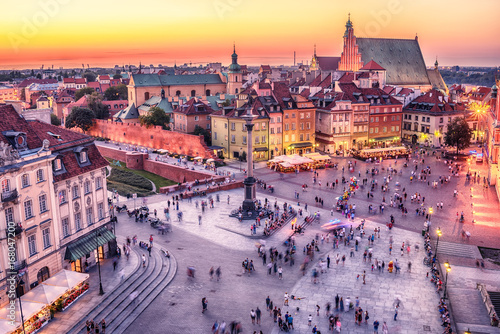 warsaw-poland-castle-square-and