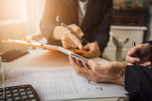 Fototapeta Discussion and cooperation between employees and company presidents in International Oil Trade Organizations with business contract documents and borrowing money from a government bank. obraz