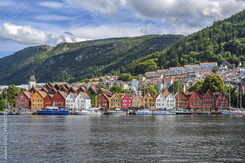Poster Scandinavie Colorful wooden houses on the coast of Bergen in Norway, the main tourist attraction of the city.