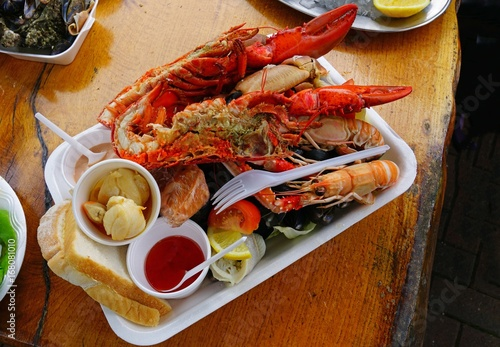 Fotografia Mixed seafood platter with lobster and langostinos in Scotland