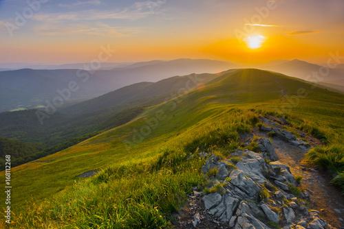 Obraz Piękny zachód słońca w górach - fototapety do salonu