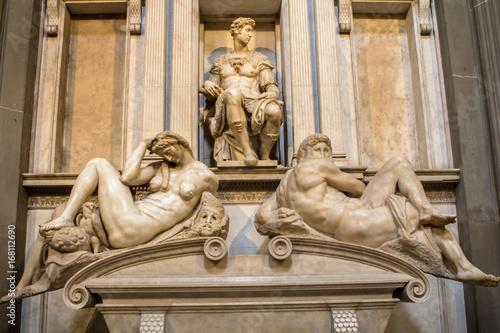 Obrazy Michał Anioł Buonarotti  tomb-of-giuliano-de-medici-and-sculptures-night-and-day
