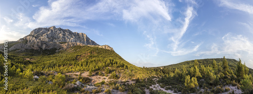Photo mount sainte-victoire in the provence, the Cezanne mountain