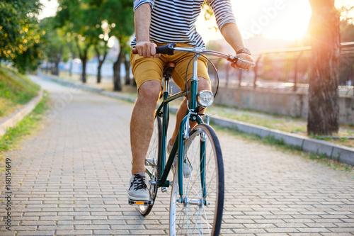 Türaufkleber Fahrrad Cycling through the park
