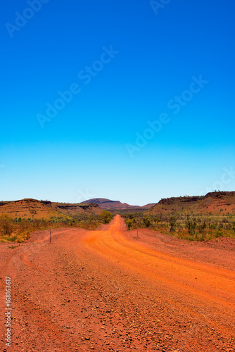 Poster Oranje eclat Australian Outback Red Dirt Road In The Pilbara