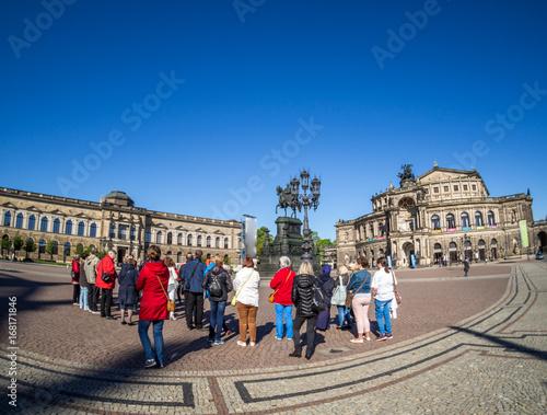 Fotomural Dresdner Theaterplatz mit Touristen