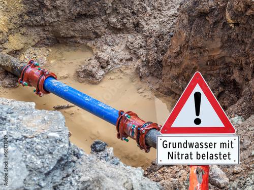 Vászonkép Grundwasser mit Nitrat belastet Schild