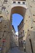 Toskana-Panorama, Volterra im Chianti-Gebiet (Stadtmauer mit Stadttor)