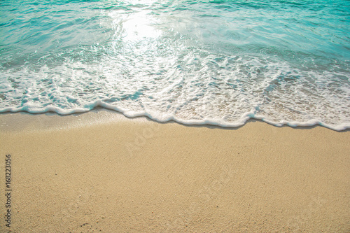 Cuadros en Lienzo beautiful wave of ocean on the beach
