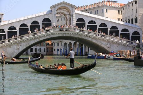 Pont du Rialto et gondole, Venise