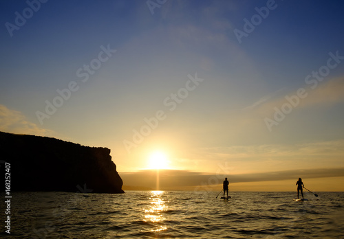 Foto op Aluminium Cathedral Cove Paddle Surf Sunset