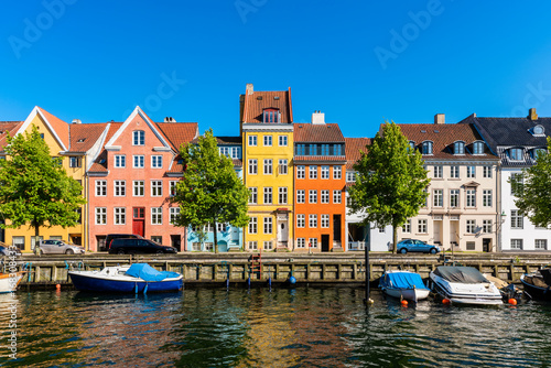 Obraz Colourful houses along canal in Downtown District of Copenhagen Denmark - fototapety do salonu