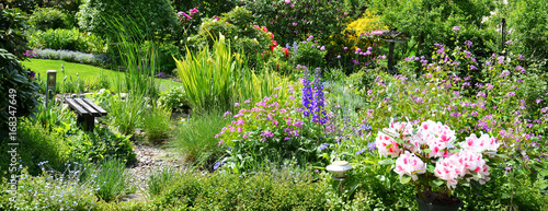 Cadres-photo bureau Jardin Blick in den schönen Garten Panorama