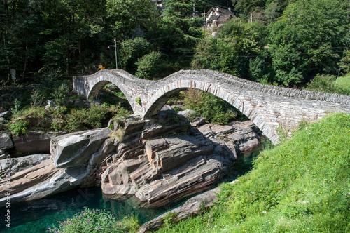 stary-kamienny-most-ponte-dei-salti-szwajcaria