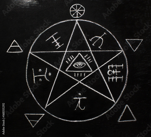 Obraz na plátne  White pentagram symbol on the blackboard photo