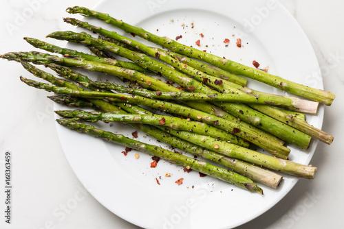 Photo Roasted Asparagus on a Plate