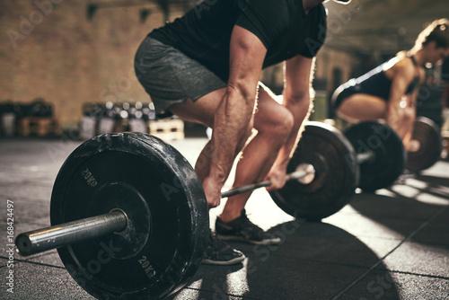 Poster Fitness Strong man doing deadlift training in gym