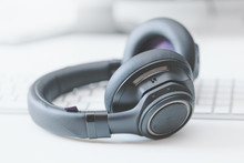 Macro Over-the-ear Bluetooth H...