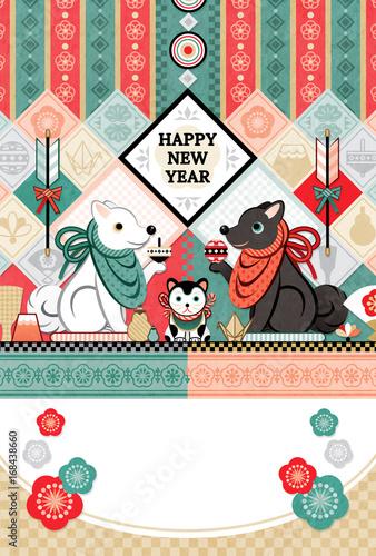 Fotografia  2018年2030年戌年完成年賀状テンプレート「白犬黒犬狛犬トリオ和風デザイン」HAPPYNEWYEAR