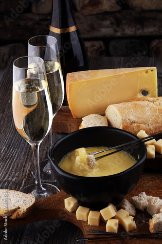 Foto  Gourmet Swiss fondue dinner on a winter evening with assorted ch