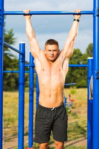 Fotografie, Obraz  Man doing crunches during street workout
