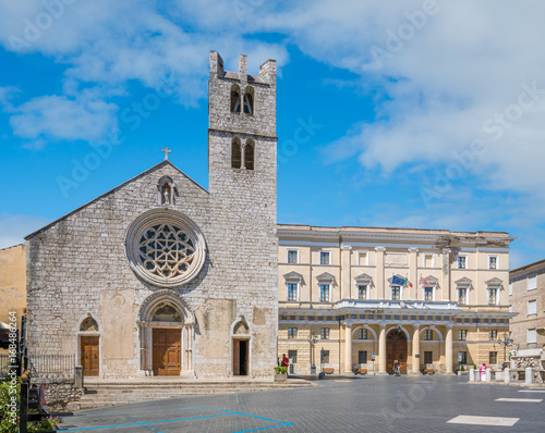 Photo Santa Maria Maggiore square in Alatri on a sunny summer morning, province of Frosinone, Lazio, Central Italy