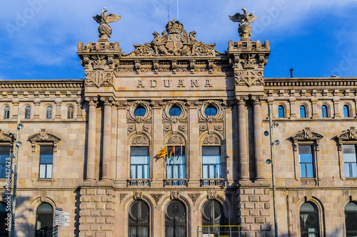 Photo Architectural fragment of Aduana de Barcelona, old customs building (designed by Sagnier i Villavecchia, 1902) in neoclassical style at Port Vell
