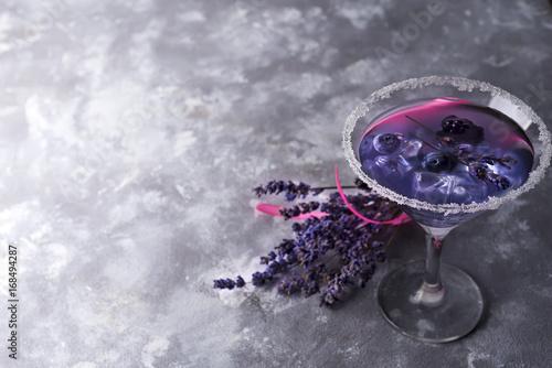 Foto op Plexiglas Bar Lavender cocktail with berries