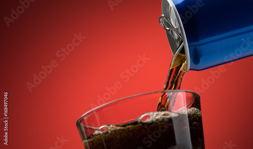 Pouring a soft drink in a glass Tablou Canvas