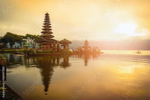 Foto op Canvas Bali Pura Ulun Danu Bratan, Hindu temple on Bratan lake landscape at sunrise in Bali, Indonesia.