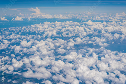 Photo The Altocumulus cloud formation view from aircraft window