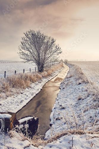 Foto-Leinwand ohne Rahmen - Entwässerungstief zwischen Weiden (von Sven Fuchs)