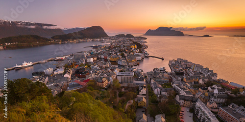 Foto auf Gartenposter Skandinavien View of Alesund, Norway at sunset