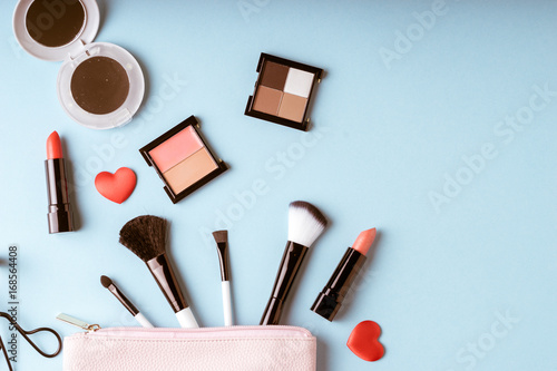 Fotografia  Set of Makeup cosmetics products with bag on top view, vintage style