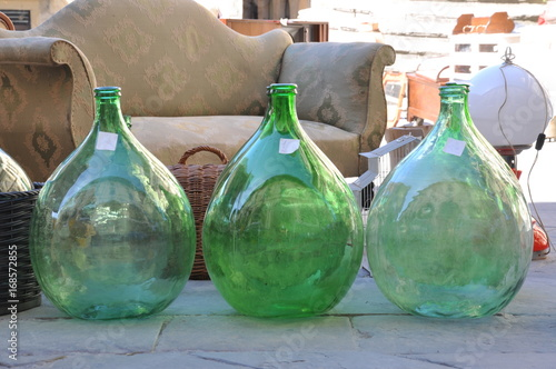 Papel de parede Old carboy damigiana glass for wine on flea market