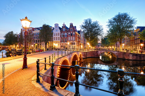 Fototapeta Amsterdam  amsterdam-canals-west-side-at-dusk-natherlands