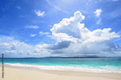 Foto op Canvas Strand 沖縄の美しい海とさわやかな空