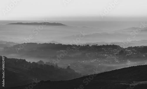 Zdjęcie XXL Warstwy mgliste góry