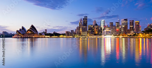 Foto auf Gartenposter Sydney Sydney skyline and reflection during sunrise, New South Wales Australia