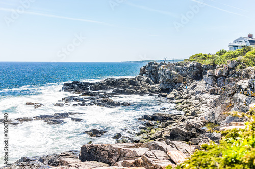 Photo  Cliff rocks side view in Fort Williams park in Cape Elizabeth, Maine during summ