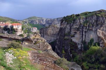Fototapeta na wymiar Greece, Meteora - a natural phenomenon of rocks resembling stone columns reaching 400 meters. At the peaks there are 9 Christian monasteries.