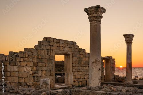 Fotografie, Obraz  Sun setting by ancient basilica columns of Creek colony Chersonesos in Sevastopo